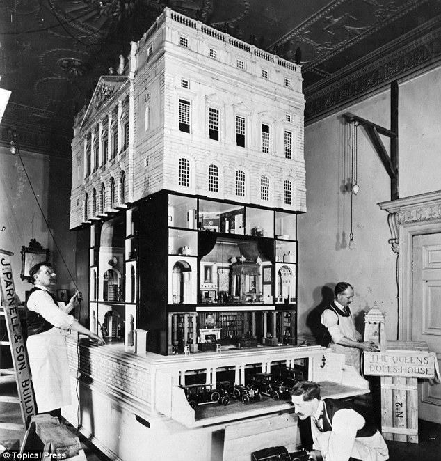 bw queen mary's dolls house